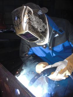 Image of a welding operator using a 400-amp Q-Gun MIG gun